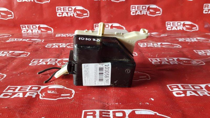 Блок предохранителей под капот Toyota Platz NCP16-0014860 2NZ-2282567 2002 (б/у)