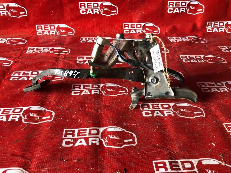 Педаль сцепления Toyota Platz NCP12-0352375 1NZ-3226729 2004 (б/у)
