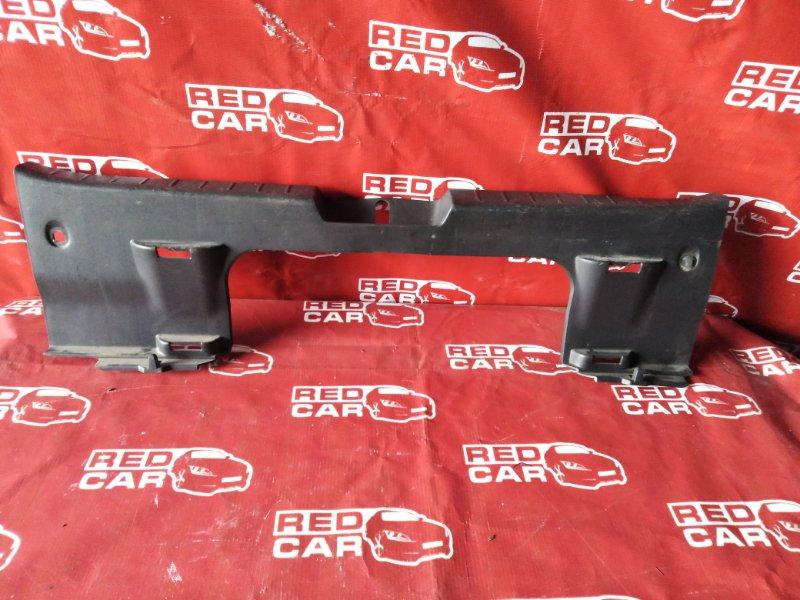 Накладка замка багажника Toyota Vitz NCP95-0027105 2NZ-4476474 2007 (б/у)