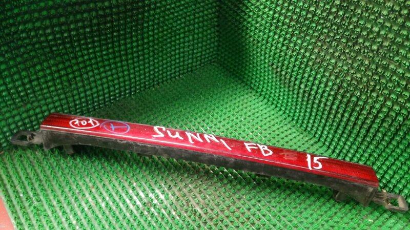 Фонарь вставка багажника Nissan Sunny FB15 QG15DE 2001 (б/у)