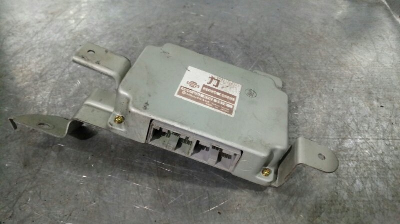 Блок управления акпп Nissan Wingroad WFY11 QG15DE 2002 (б/у)