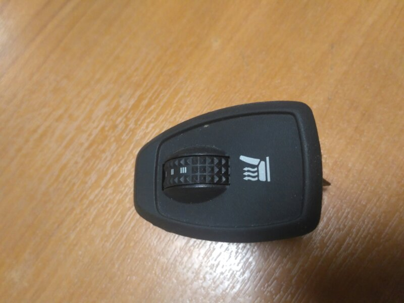 Переключатель обогрева сидений Renault Megane 3 EZ0/1 K9K834 2011 (б/у)