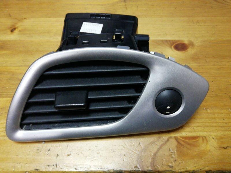 Дефлектор отопителя Renault Scenic 3 К9К передний правый (б/у)