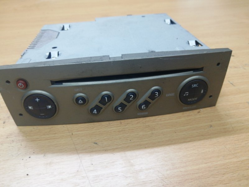Магнитола Renault Megane 2 ХЭТЧБЭК K9K724 2005 (б/у)