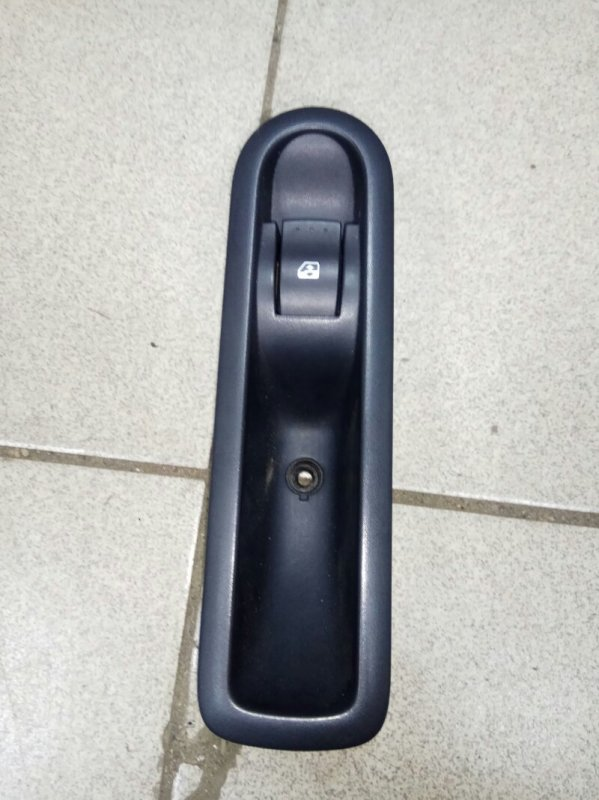 Кнопка стеклоподьемника Renault Grand Scenic 2 M9RA700 2007 задняя (б/у)