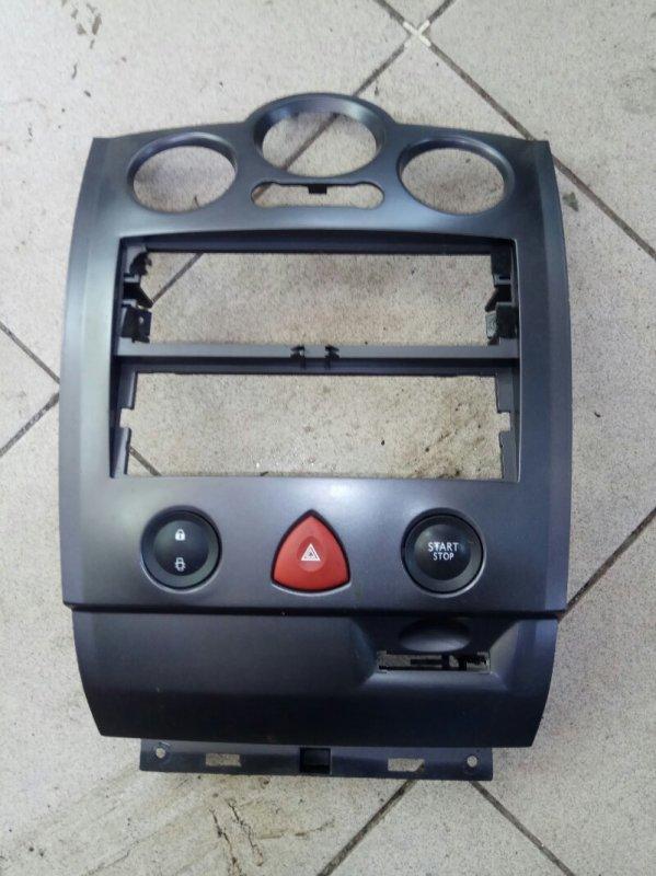 Накладка центральной консоли Renault Megane 2 УНИВЕРСАЛ К4М813 2008 передняя (б/у)