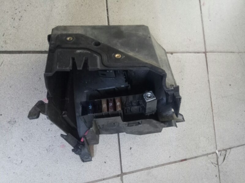 Корпус блока предохранителей Renault Megane 2 УНИВЕРСАЛ K4M812 2006 (б/у)