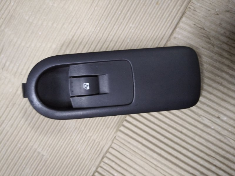Кнопка стеклоподьемника Renault Scenic 2 УНИВЕРСАЛ K9K732 2006 передняя правая (б/у)