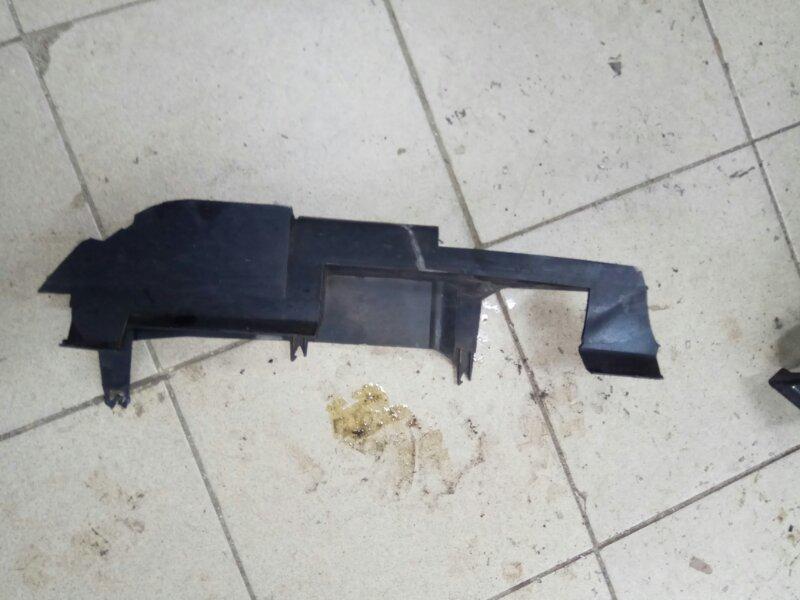 Дефлектор радиатора Renault Megane 2 УНИВЕРСАЛ K9K732 2008 передний (б/у)
