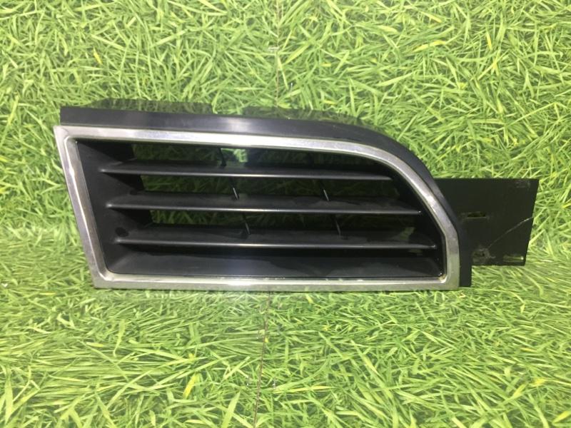 Решетка радиатора Mitsubishi Carisma DA 4G92 1999 правая (б/у)