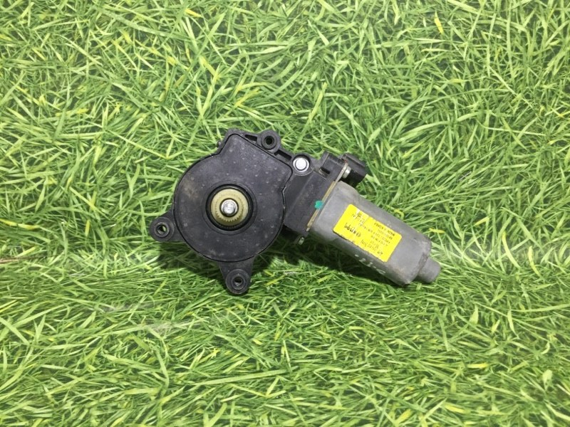 Мотор стеклоподъемника Ssangyong Actyon Sports QJ D20DT 2011 задний правый (б/у)