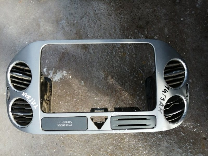 Дефлектор воздушный Volkswagen Tiguan 5N1 BWK 2009 правый (б/у)