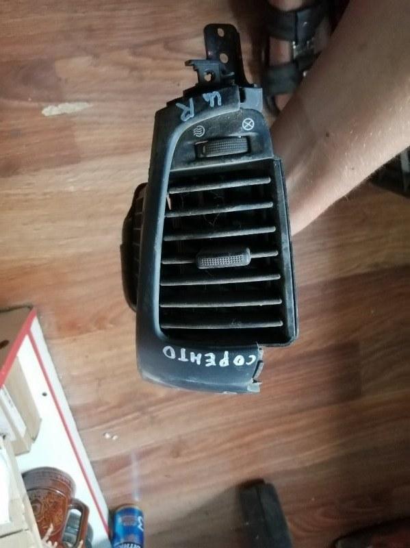 Дефлектор воздушный Kia Sorento 1 BL D4CB 2008 правый (б/у)