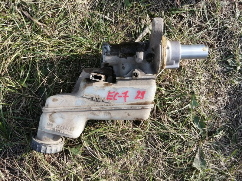 Главный тормозной цилиндр Geely Emgrand Ec7 FE1 JL4G15 2012 (б/у)