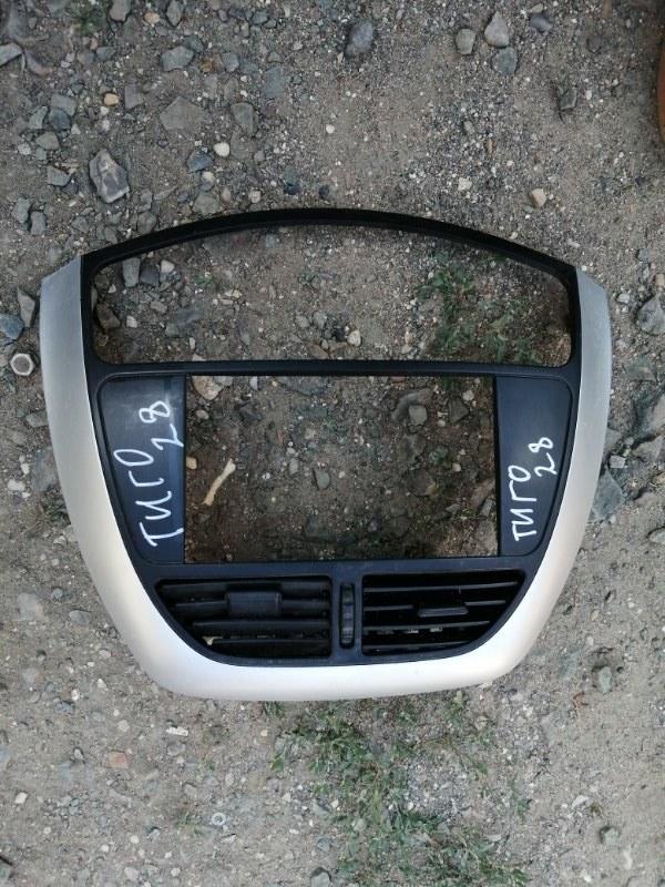 Накладка торпедо центральная Chery Tiggo T11 SQR484F 2012 (б/у)