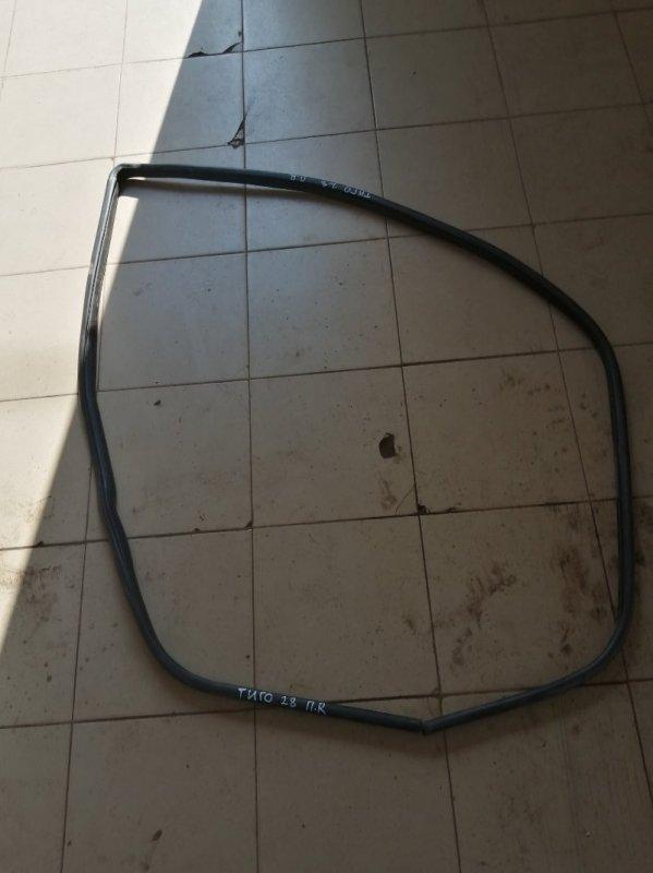 Уплотнительная резинка Chery Tiggo T11 SQR484F 2012 передняя правая (б/у)