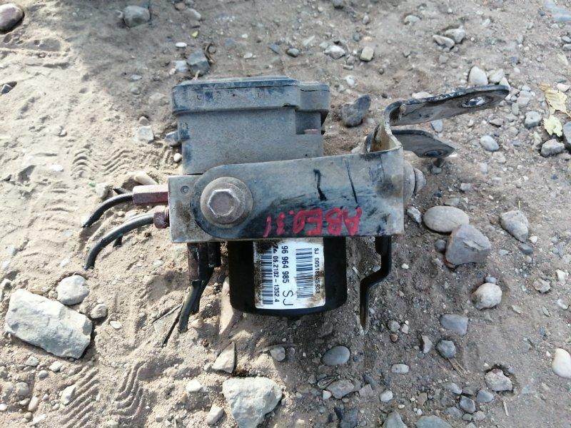 Блок abs Chevrolet Aveo T250 F14D4 2010 (б/у)