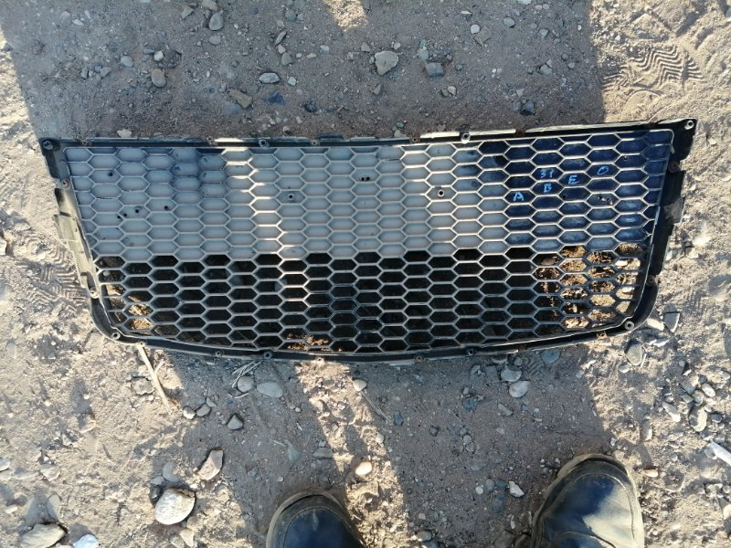 Решетка бампера Chevrolet Aveo T250 F14D4 2010 (б/у)