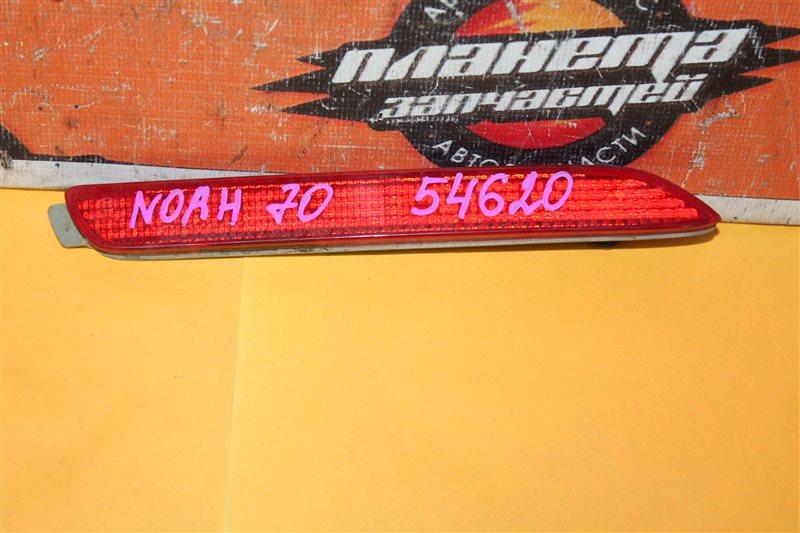 Катафот в бампер Toyota Noah ZRR70 правый (б/у)