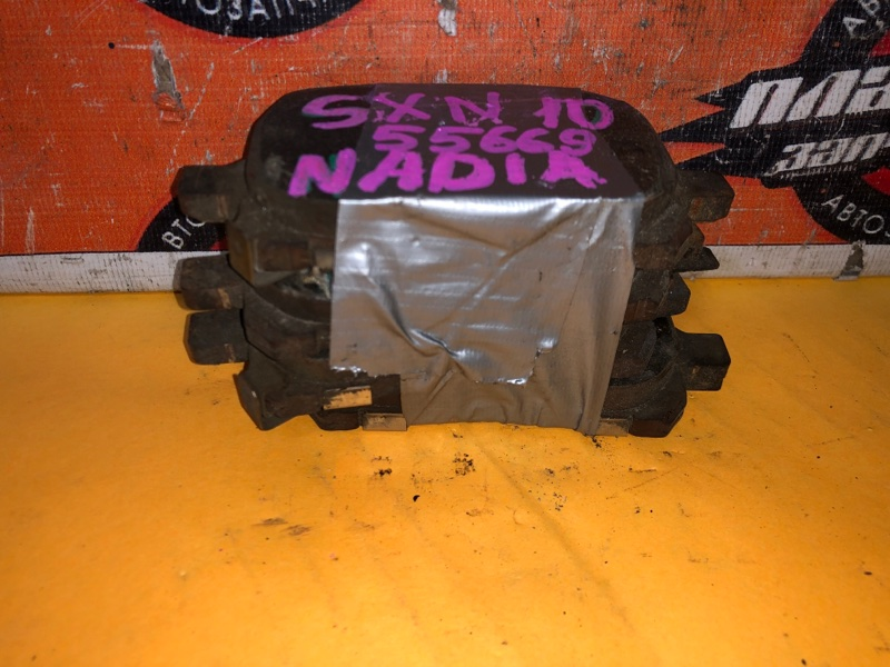 Тормозные колодки Toyota Nadia SXN10 переднее (б/у)