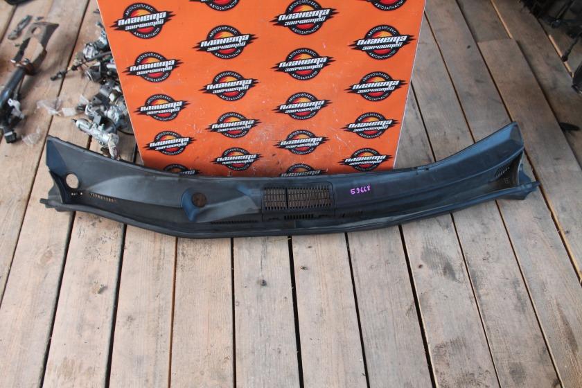 Решетка под дворники Toyota Noah AZR60 (б/у)