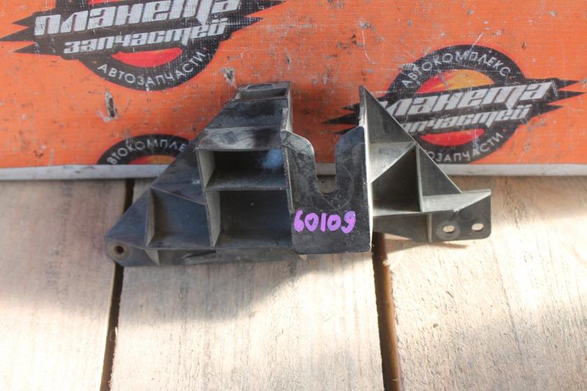 Крепление бампера Mazda Bongo SK82 переднее левое (б/у)