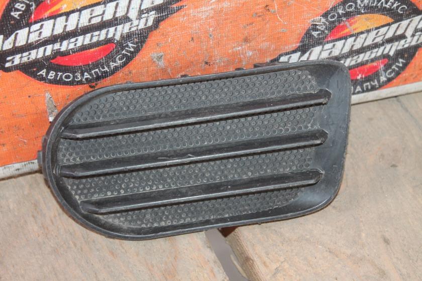 Заглушка туманки Toyota Wish ZNE10G передняя левая (б/у)
