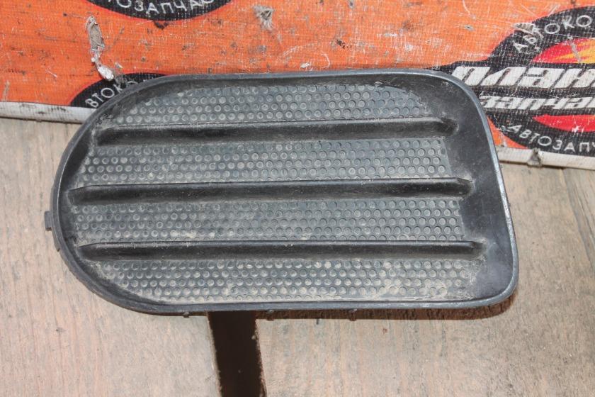 Заглушка туманки Toyota Wish ZNE10G передняя правая (б/у)