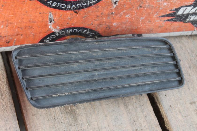 Заглушка туманки Toyota Corona Premio AT210 передняя правая (б/у)