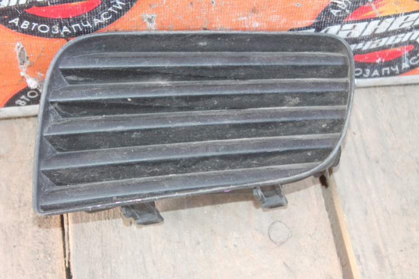Заглушка туманки Toyota Corona Premio ST210 передняя левая (б/у)
