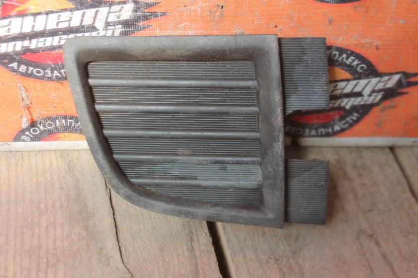 Заглушка туманки Toyota Hiace KZH116 передняя правая (б/у)