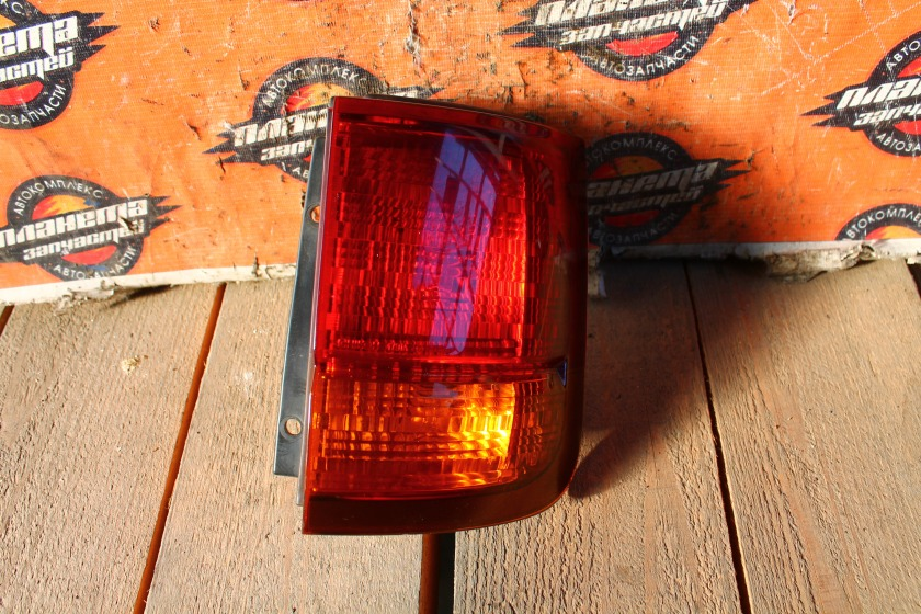 Стоп-сигнал Nissan Elgrand E50 задний правый (б/у)