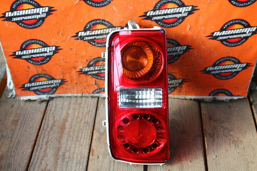 Стоп-сигнал Nissan Elgrand E51 задний левый (б/у)