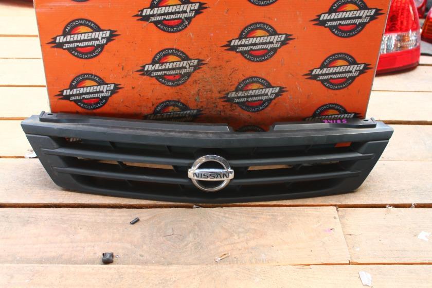 Решетка радиатора Nissan Ad Y11 передняя (б/у)