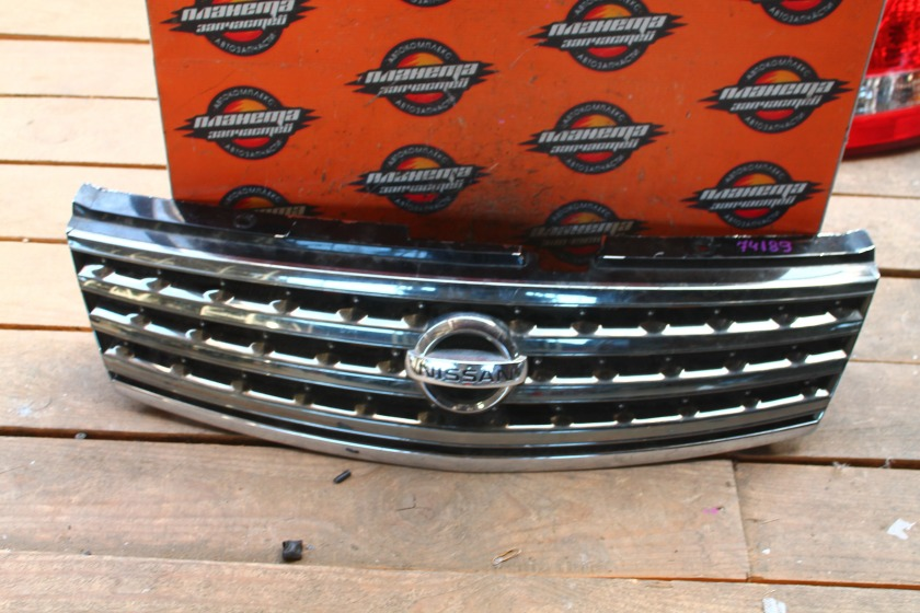 Решетка радиатора Nissan Fuga PY50 передняя (б/у)