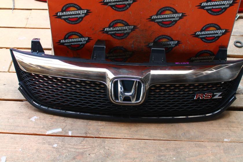 Решетка радиатора Honda Stream RN7 передняя (б/у)
