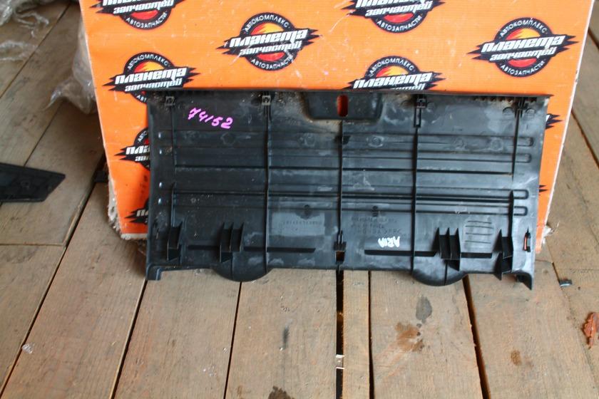 Пластик замка багажника Honda Fit Aria GD6 задний (б/у)