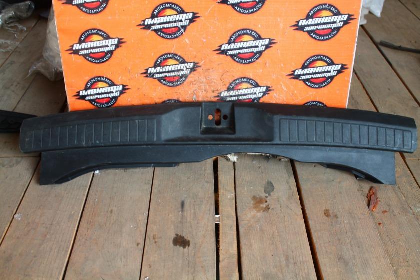 Пластик замка багажника Honda Airwave GJ2 задний (б/у)