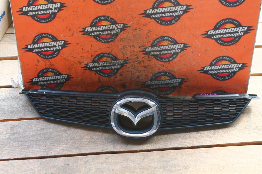 Решетка радиатора Mazda Demio DY3W передняя (б/у)
