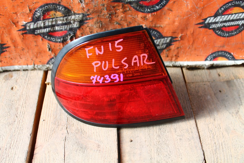 Стоп-сигнал Nissan Pulsar FN15 задний левый (б/у)