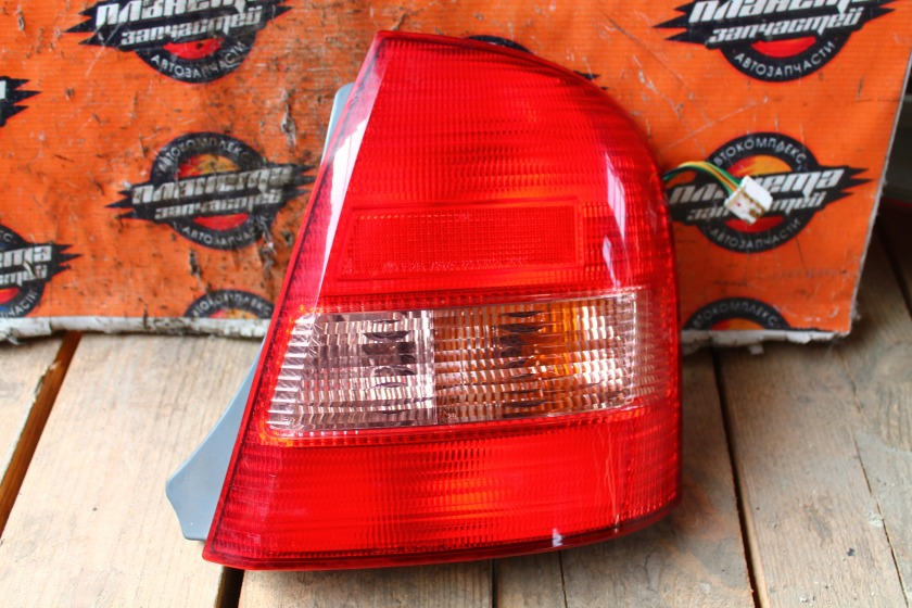 Стоп-сигнал Mazda Familia BJ5P задний правый (б/у)