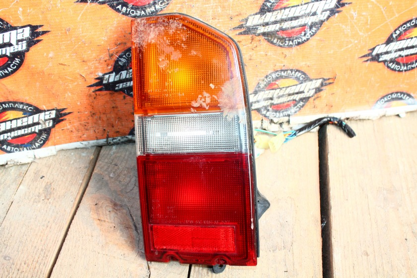 Стоп-сигнал Suzuki Escudo TD01W задний правый (б/у)