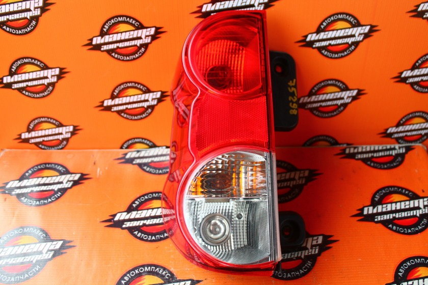 Стоп-сигнал Nissan Nv200 VM20 задний левый (б/у)