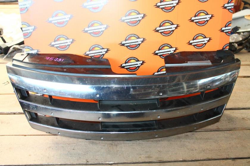 Решетка радиатора Nissan Serena C25 передняя (б/у)
