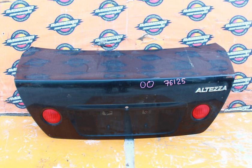 Крышка багажника Toyota Altezza SXE10 задняя (б/у)