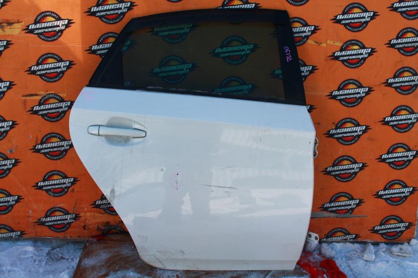 Дверь боковая Toyota Prius ZVW30 задняя правая (б/у)