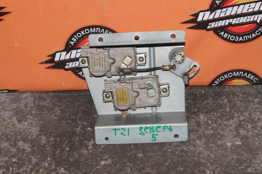 Замок 5-й двери Nissan Terrano T21 TD27 задний (б/у)