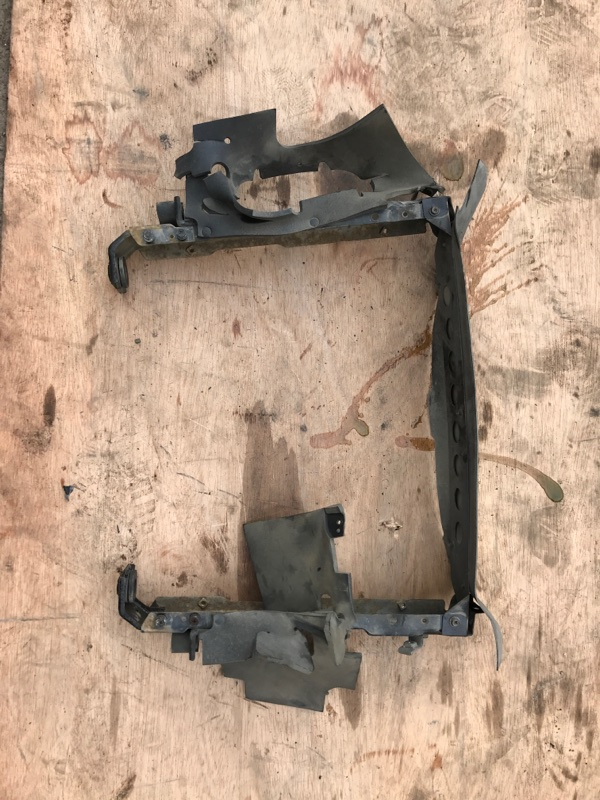 Рамка радиатора Nissan Atlas R2F23 QD32 1999 (б/у)