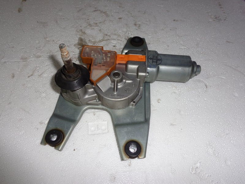 Привод стеклоочистителя Honda Stepwgn RK6 R20A 2010 задний (б/у)