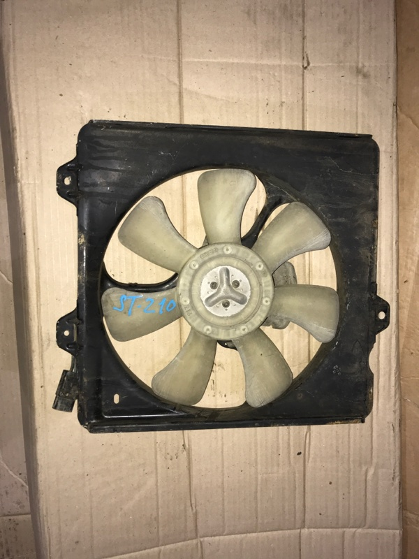 Диффузор радиатора Toyota Caldina ST210 3S-FE 2000 (б/у)